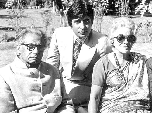 bollywood-ke-kisse-dr-harivansh-rai-bachchan-and-teji-bachchan-played-rakhees-parents-in-kabhi-kabhi-महानायक