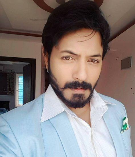 Kaushal Manda Wiki, Age, Height, Weight, Family, Wife