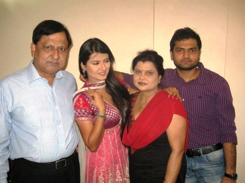 Kratika Sengar Wiki, Age, Family, Boyfriend, Husband, Caste