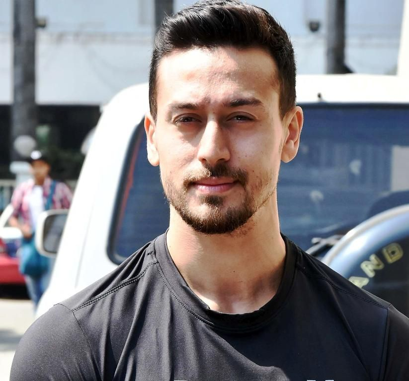 Tiger Shroff Wiki, Age, Height, Girlfriend, Family