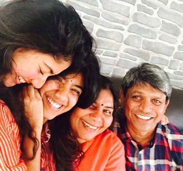 sai-pallavi-with-family