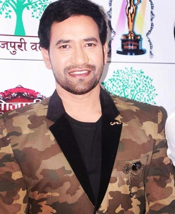 Dinesh Lal Yadav (Nirahua) Wiki, Age, Wife, Family, Biography & More