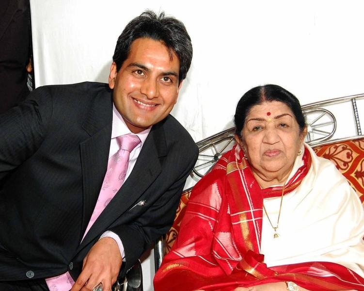 Sudhir Chaudhary Wiki, Age, Wife, Family, Biography & More