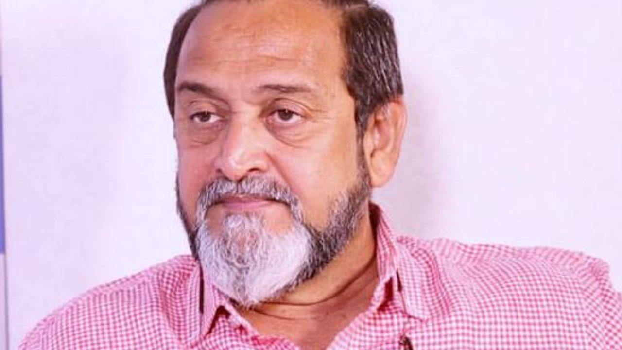 Mahesh Manjrekar Wiki, Age, Girlfriend, Wife, Children, Family, Biography &  More – WikiBio